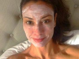Этой женщине уже 54, а ее коже завидуют даже молодые. И вот в чем секрет!