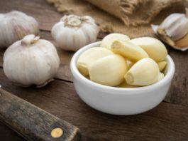 14 рецептов лечения чесноком. Не выбрасывайте даже шелуху — она спасет от многих бед