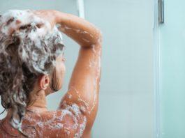 Этот простой трюк заставит ваши волосы быстро расти и устранит выпадение! Все будут восхищаться их блеском и объемом!