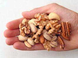 Вы любите орехи? Вот, что происходит в организме, если есть орехи больше нормы!