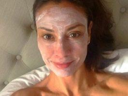 Ей 54 года, а у нее нет ни глубоких морщин, ни обвисшей кожи… Ее красоте завидуют даже молоденькие!