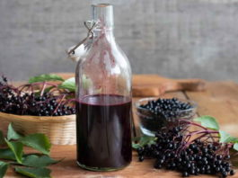 2 рецепта витаминных напитков с бузиной, которые лечат весь организм